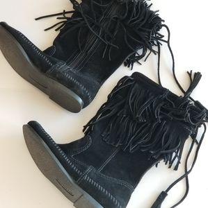 Minnetonka NWOT Black Suede Fringed Boots